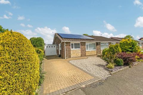 2 bedroom bungalow for sale - Reigate Square, Cramlington, Northumberland, NE23 1NW