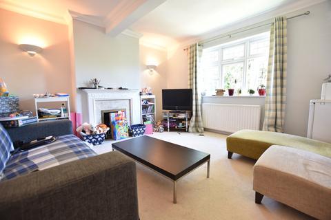 2 bedroom flat to rent - Grove Park Road, Mottingham, SE9