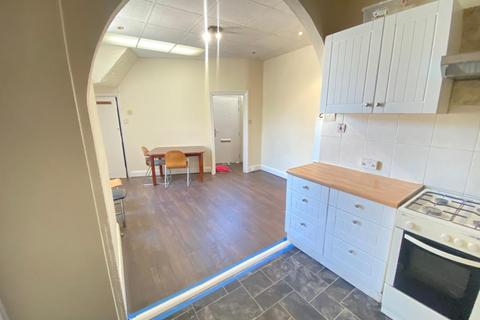 3 bedroom terraced house to rent - Sutton Court Road, London, E13