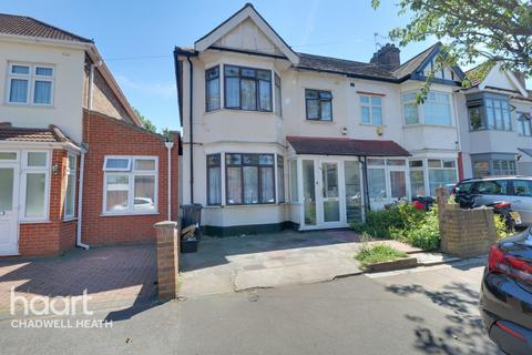 3 bedroom end of terrace house for sale - Overton Drive, Romford