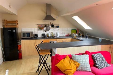 3 bedroom apartment to rent - Garratt Lane, Tooting, London, SW17