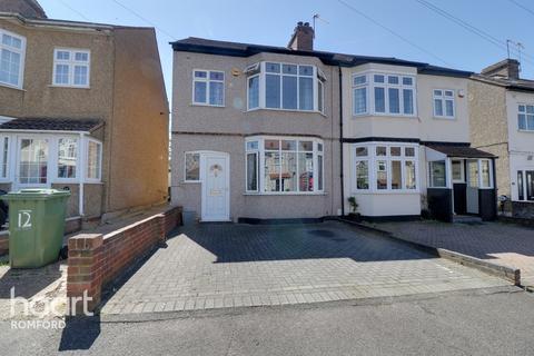 3 bedroom semi-detached house for sale - Park Crescent, Hornchurch