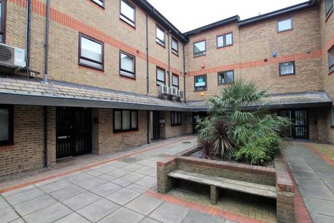 1 bedroom apartment to rent - Holgate Court, Romford RM1