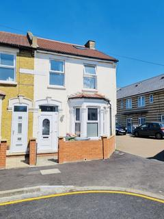3 bedroom terraced house to rent - Glasgow Road, London, E13