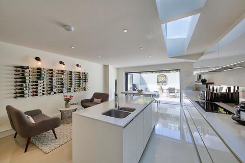 4 bedroom terraced house for sale - Kelmscott Road, London, SW11