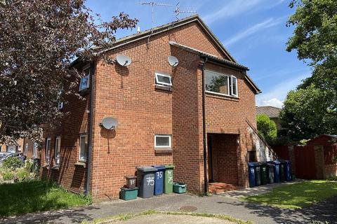 Studio to rent - Hellyer Way, Bourne End
