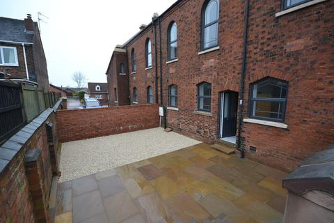 3 bedroom townhouse to rent - High Street, Wood Lane