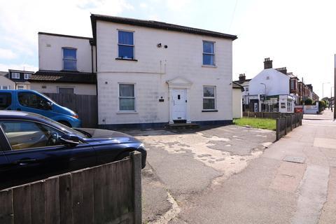 2 bedroom ground floor flat for sale - West Road, Westcliff-on-Sea