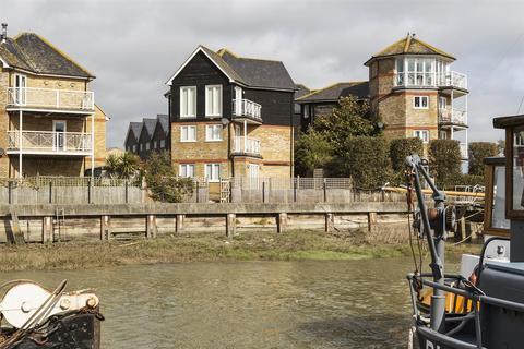 3 bedroom house for sale - Waterside Close, Faversham