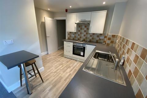 Studio to rent - 18 Fore Street, Totnes