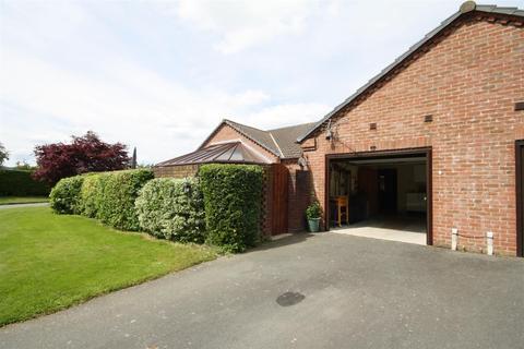3 bedroom semi-detached bungalow for sale - Twmpath Lane, Gobowen, Oswestry