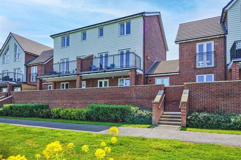 4 bedroom semi-detached house for sale - Riverside Way, Castleford