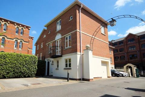 3 bedroom house to rent - Chelsea Square GL50 3RG