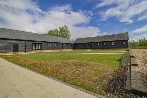 4 bedroom barn conversion to rent - Stradishall, Newmarket