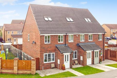 3 bedroom semi-detached house for sale - Cedar Road, Selby, YO8