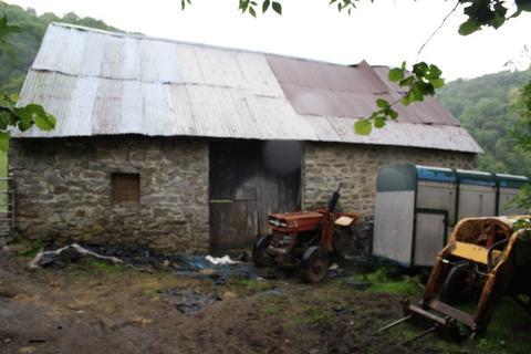 Barn for sale - Barns, Llanwenarth, AbergavennyOFFERS INVITEDFOR SALE OR RENT