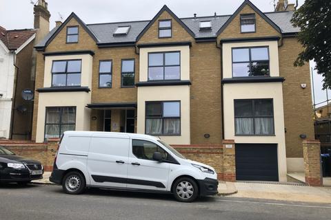 3 bedroom flat to rent - Tulip House,