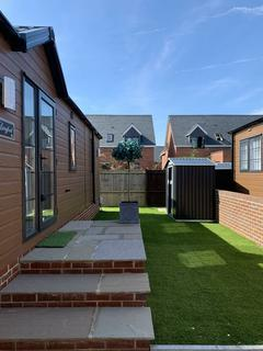 2 bedroom detached bungalow for sale - Norton Park, Tewkesbury Road, Norton, Gloucester, GL2 9LH