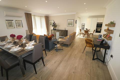3 bedroom apartment for sale - Swan Court, Golders Green