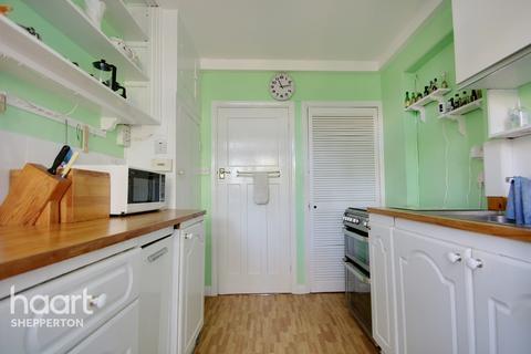 3 bedroom detached house for sale - Acacia Avenue, Shepperton