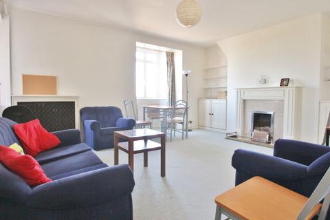 4 bedroom flat to rent - Latymer Court, Hammersmith Road, Hammersmith, W6