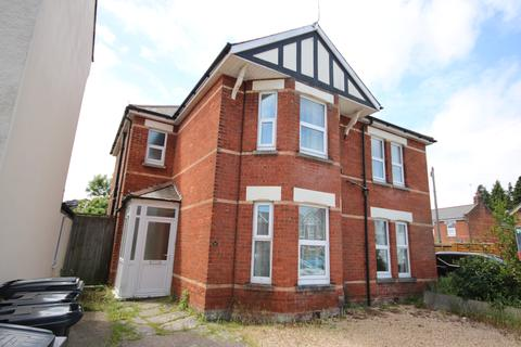 6 bedroom detached house to rent - Melville Road BOURNEMOUTH