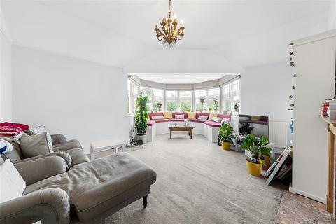 3 bedroom flat to rent - Prince of Wales Drive, SW11