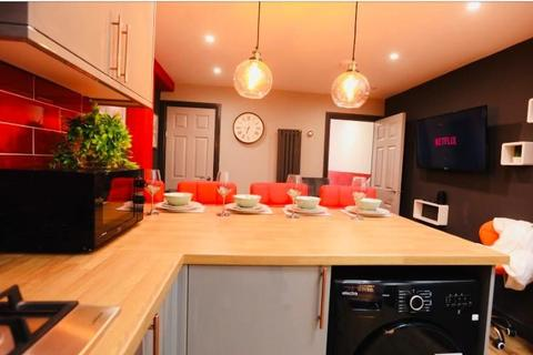 5 bedroom terraced house to rent - St  Georges Road, Coventry