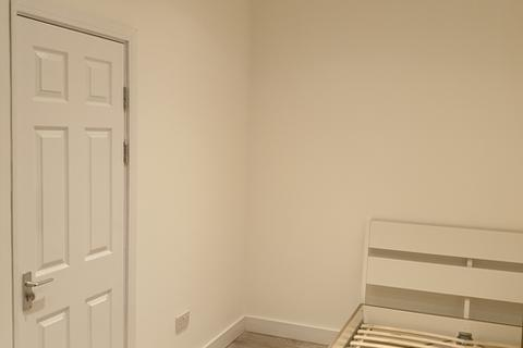 4 bedroom flat to rent - St Georges Road, Coventry, CV1