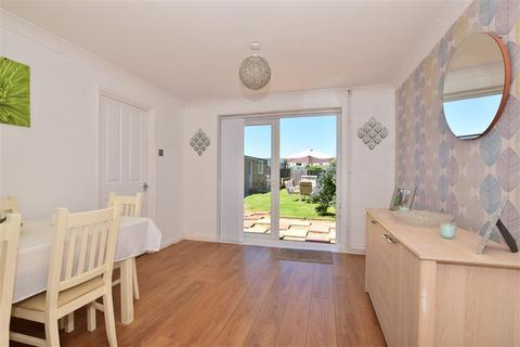 3 bedroom semi-detached house for sale - Johnson Way, Minster On Sea, Sheerness, Kent