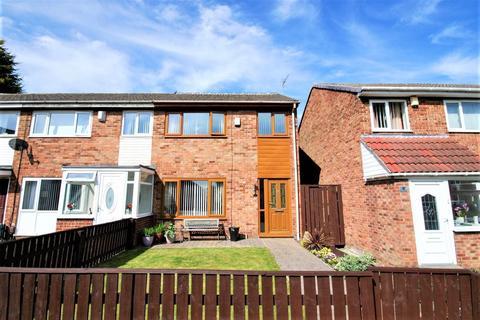 3 bedroom semi-detached house for sale - Renfrew Green, Blakelaw
