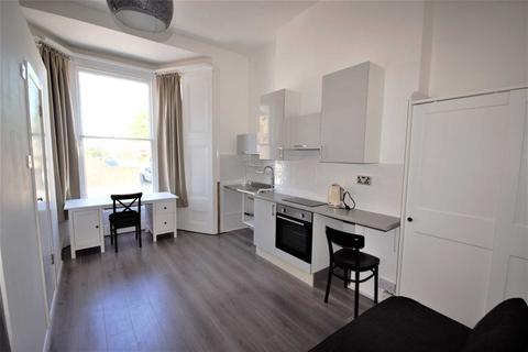 Studio to rent - Benbow, Hammersmith