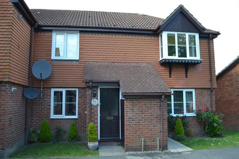 2 bedroom maisonette to rent - Finch Close, Tadley, RG26