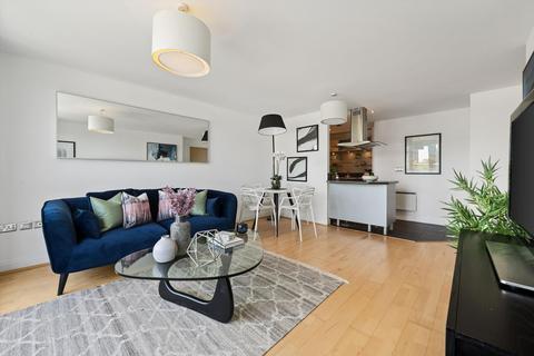2 bedroom flat for sale - Oyster Wharf, 18 Lombard Road, Battersea, London, SW11
