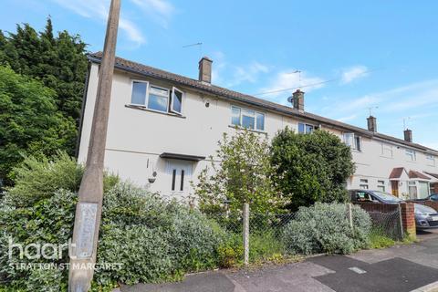 3 bedroom end of terrace house for sale - Farnborough Road, Swindon