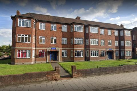 2 bedroom apartment to rent - Court Road London SE9