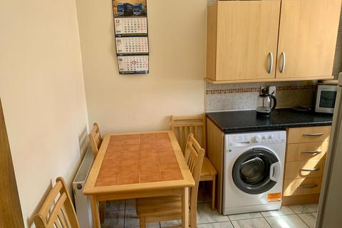 3 bedroom apartment to rent - hoe street, london E17