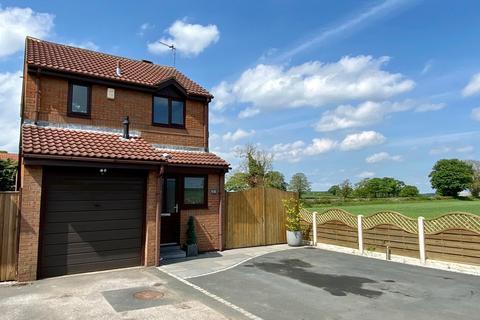 3 bedroom detached house for sale - Kirkfield Lane, Thorner, LS14