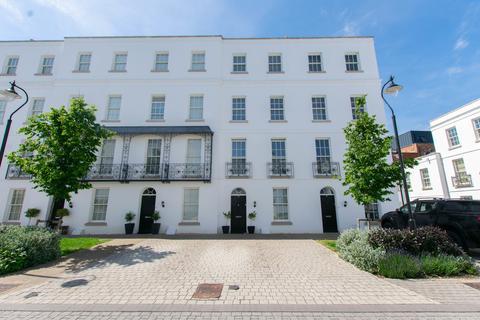 4 bedroom terraced house to rent - Regency Place, Cheltenham, GL52 2AS