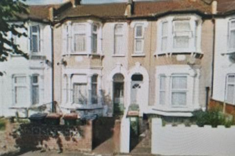 3 bedroom flat to rent - Sheringham Avenue, London. E12