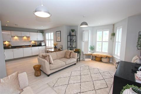2 bedroom apartment for sale - Cranbrook Court, 35 Croham Road, South Croydon