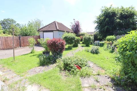 5 bedroom detached bungalow for sale - Lothair Road, Stopsley Village, Luton, Bedfordshire, LU2 7XB