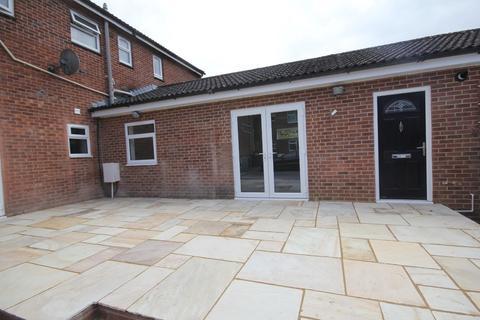 2 bedroom apartment to rent - Dowding Court, Melksham