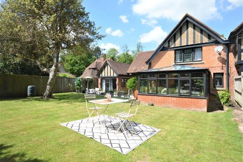 3 bedroom semi-detached house for sale - High Road, Chipstead