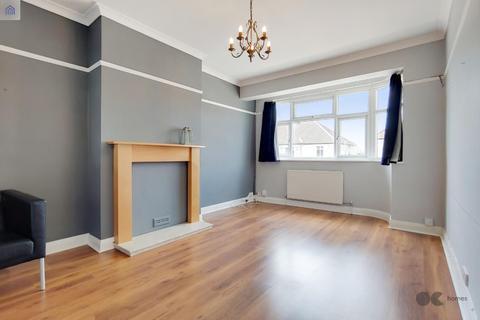 2 bedroom flat for sale - Tudor Drive, Gidea Park
