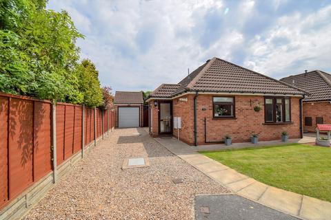 2 bedroom detached bungalow for sale - Manor Drive, Elloughton