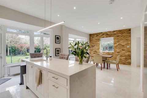 4 bedroom detached house for sale - The Close, Southgate