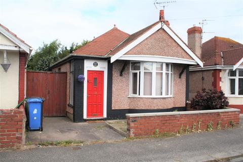 2 bedroom detached bungalow for sale - Regent Road, Rhyl
