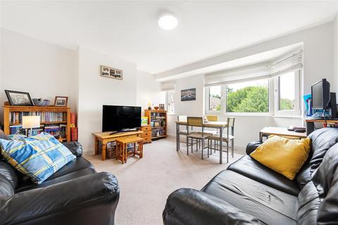 2 bedroom flat to rent - South Bank, KT6