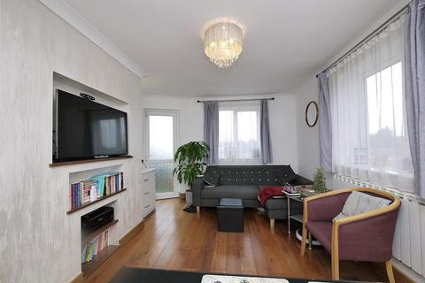 3 bedroom flat to rent - Purleigh Avenue, Woodford Green, Essex. IG8